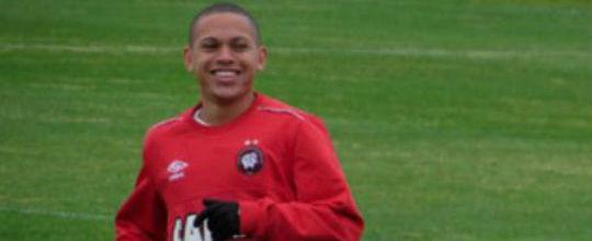 Flamengo fica mais perto de levar Marcos Guilherme do Atlético-PR