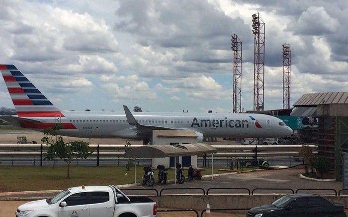 Pouso ocorreu após briga de um acsal que vinha na aeronave (Crédito: Wellington Hanna/G1)
