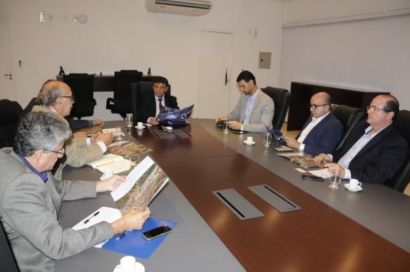 Governador recebe empresários e estuda projeto de implantação de VLT em Teresina (Crédito: Francisco Gilásio)