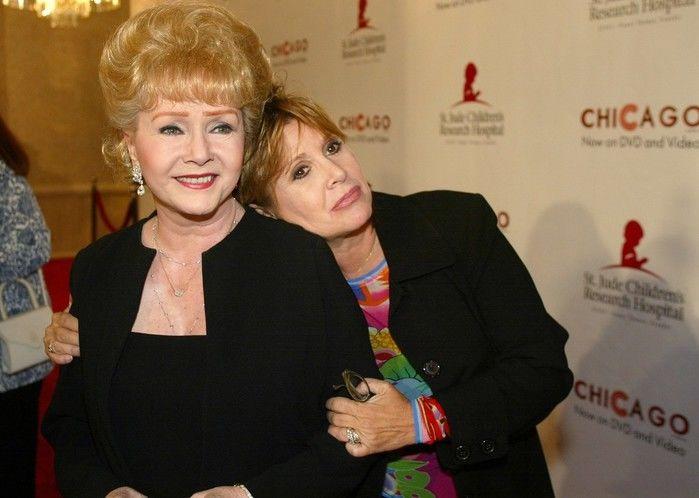 Debbie Reynolds ao lado da filha Carrie Fisher