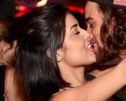 Pablo Morais, ex de Anitta, dá beijão em nova namorada em festa