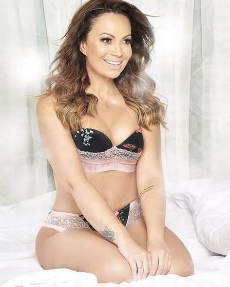 Solange Almeida posa de lingerie (Crédito: Reprodução)
