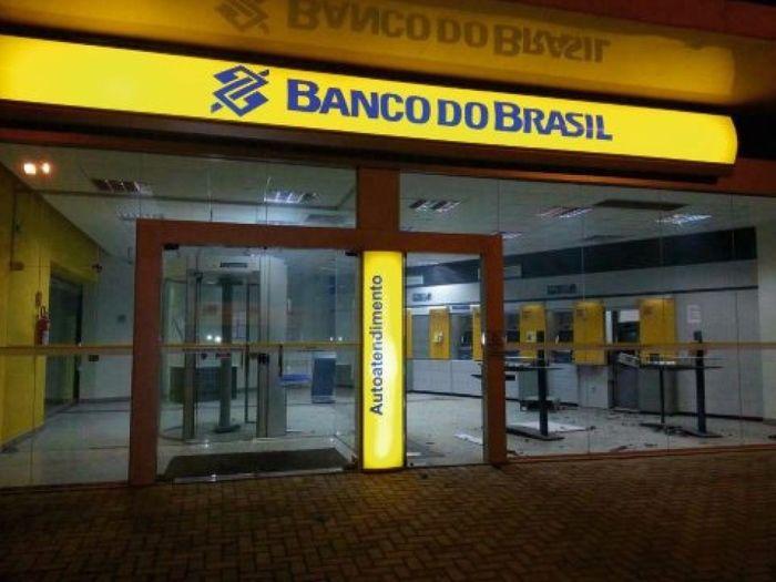 Bancos só reabrem na segunda-feira (02) (Crédito: Reprodução)