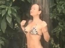 Eliana exibe corpão durante banho dia de folga