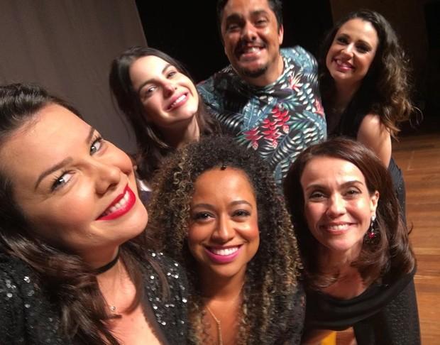 Elenco de Chiquititas se reencontram em peça de Fernanda Souza