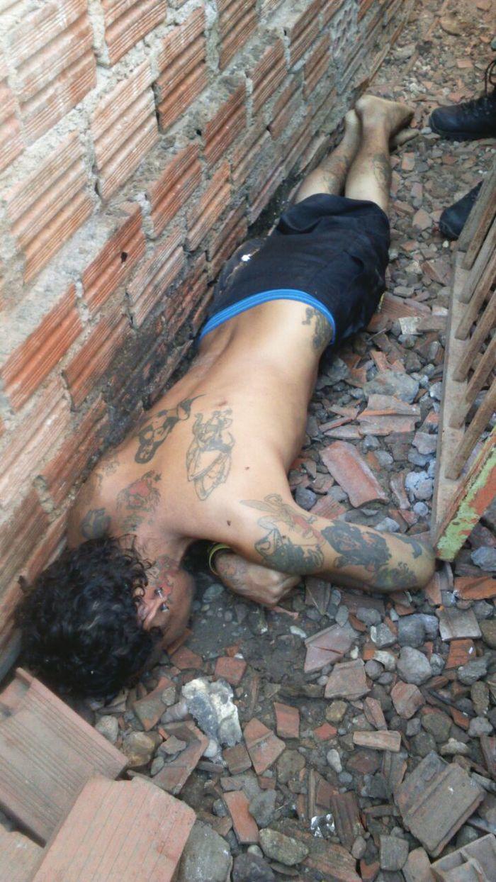 Corpo da vítima foi encontrado por vizinhos (Crédito: Reprodução)