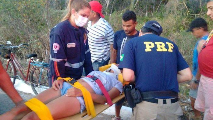 Jovem ficou ferida em acidente (Crédito: Reprodução)