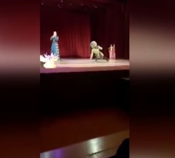 Homem morreu no palco (Crédito: Reprodução)