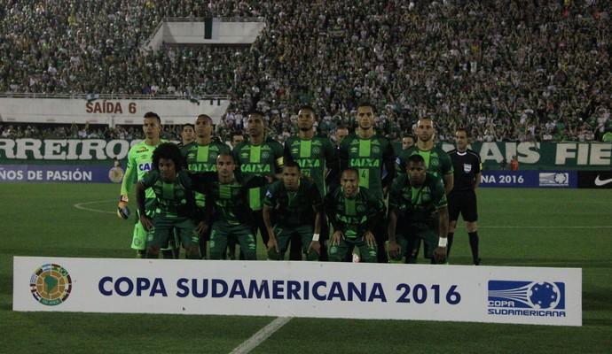 Time da Chapecoense em foto oficial (Crédito: Divulgação)