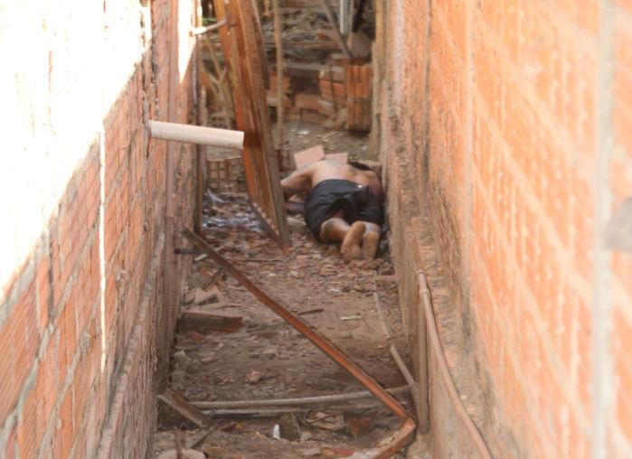 Tatuador foi encontrado morto em um corredor (Crédito: Efrém Ribeiro)