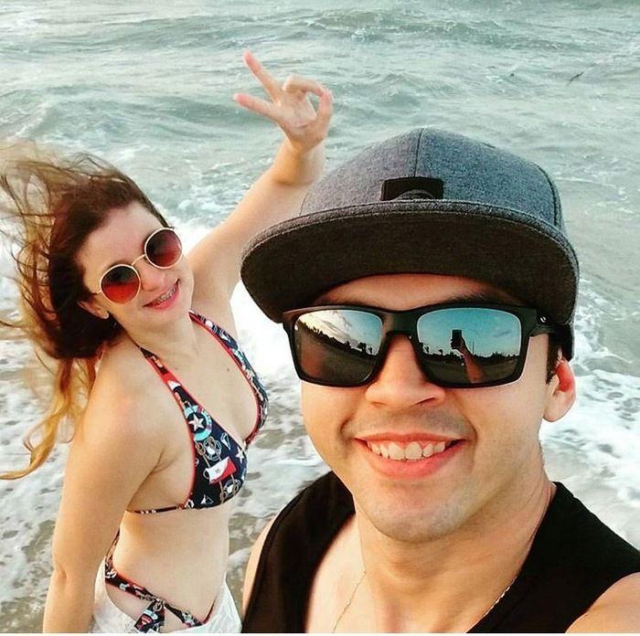 Milena Amanda ao lado do namorado