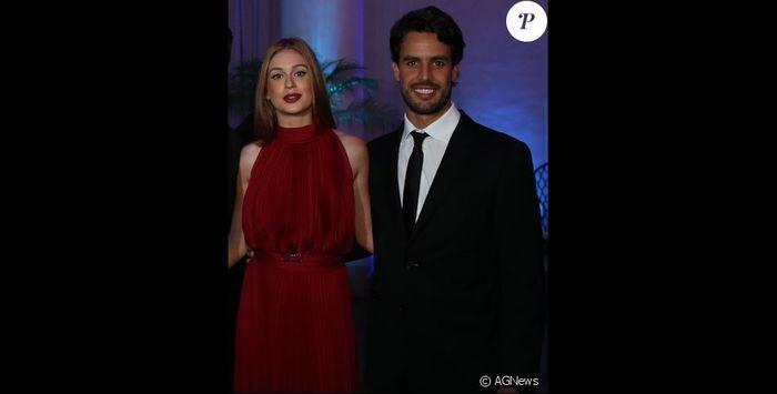 Casal posa para fotos (Crédito: AG News)