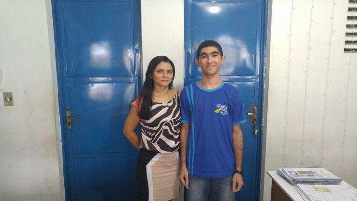 Dupla que conquistou o primeiro lugar no concurso de redeçãoÂngela Maria (professora) e Manoel Pereira (aluno) (Crédito: Reprodução)