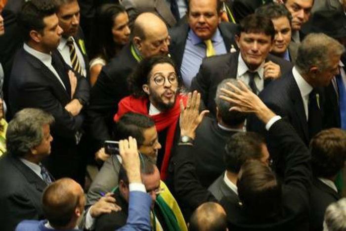 Vídeo divulgado por Bolsonaro sobre Jean Wyllys é falso