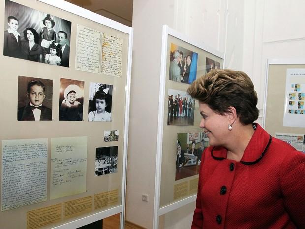 Na Bulgária, em 2011, Dilma visitou museu em Gabrovo, onde nasceu o pai, (Crédito: Reprodução)