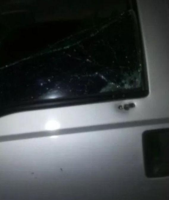 Veículo foi atingido por vários tiros