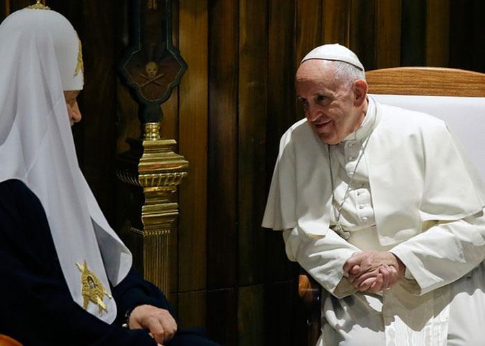 Papa Francisco encontra com o Patriarca russo (Crédito: AP )