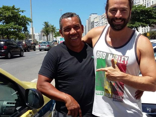 Taxista e dono da mala (Crédito: Divulgação)