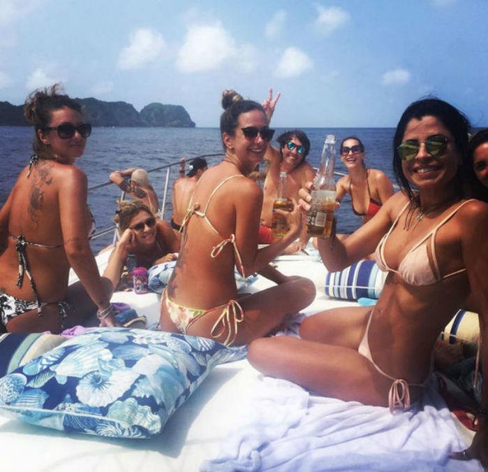 Grazi Massafera em barco com as amigas (Crédito: Reprodução)
