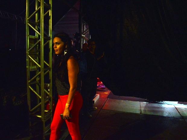 Leticia assiste show de Ana Carolina (Crédito: Reprodução)