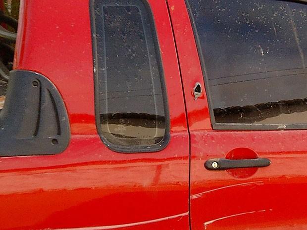 Veículo foi atingido pelos tiros