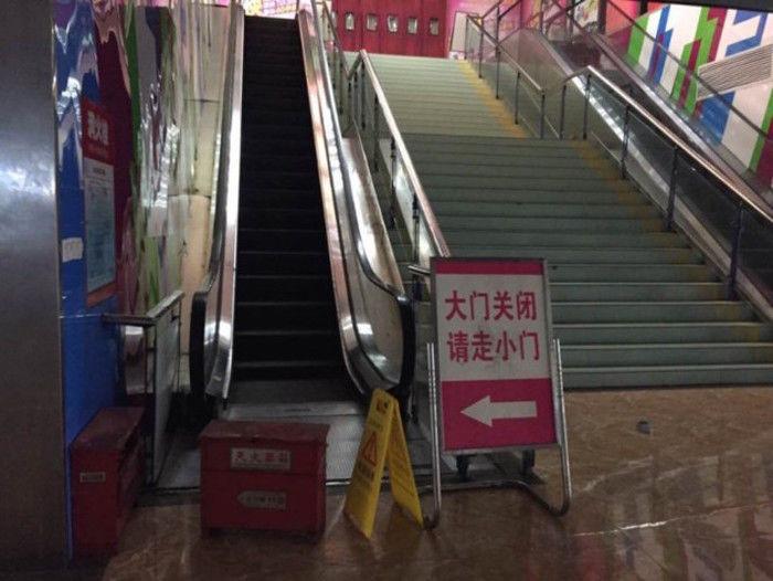 A escada teve que ser interditada  (Crédito: Reprodução)