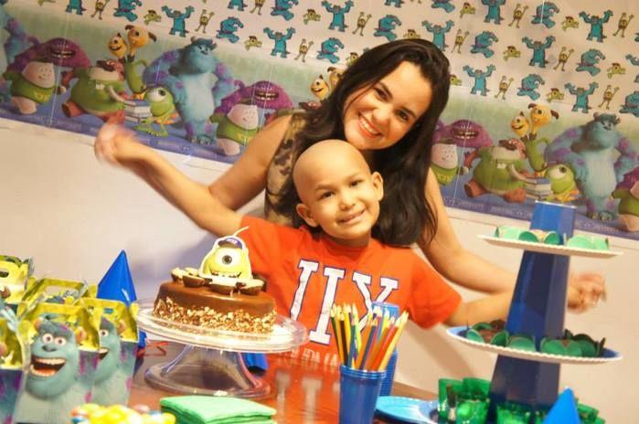 Caio e a mãe Lara Rodrigues (Crédito: Reprodução/Facebook)