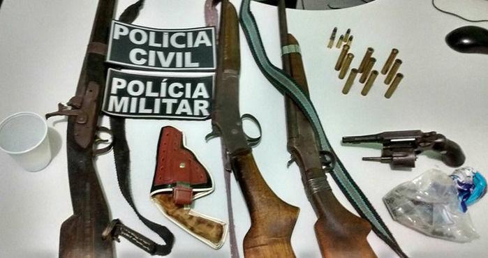 Armas apreendidas com os acusados