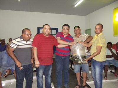 Prefeitura distribui 60 mil alevinos a produtores rurais
