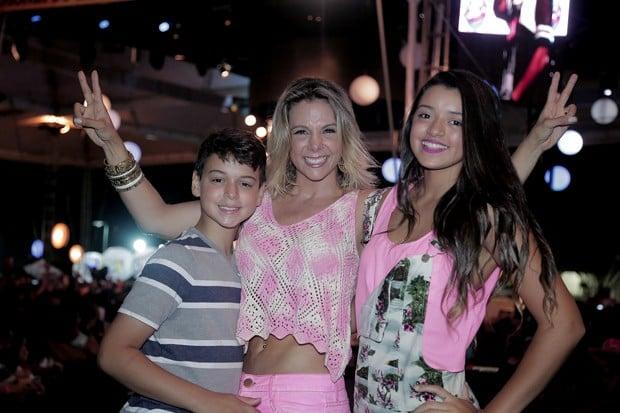 Carla curtiu show com seus filhos (Crédito: Divulgação)