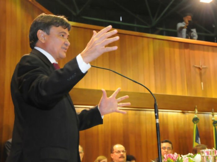 Wellignton Dias em sua mensagem na Assembléia Legislativa do Piauí (Crédito: Francisco Leal)