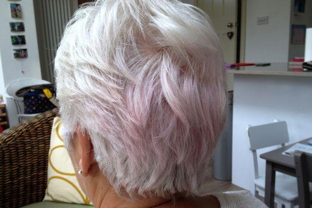 Mulher acordou com outra cor no cabelo