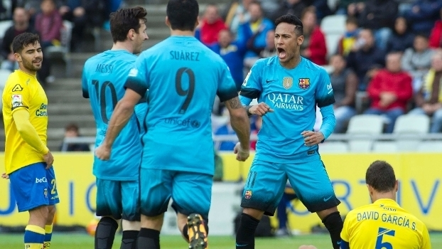 Neymar comemora após marcar pelo Barça