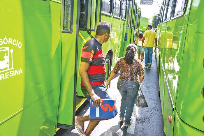 Motoristas e cobradores fizeram paralisação na última sexta-feira em Terseina