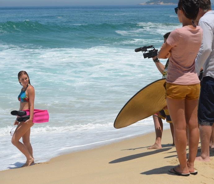 Leila e Jamaica filmam Eliza durante a prova (Crédito: reprodução)