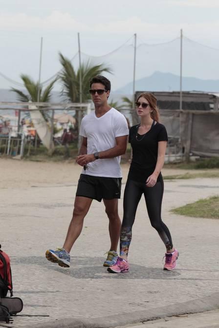 Casal faz caminhada juntos (Crédito: Reprodução)