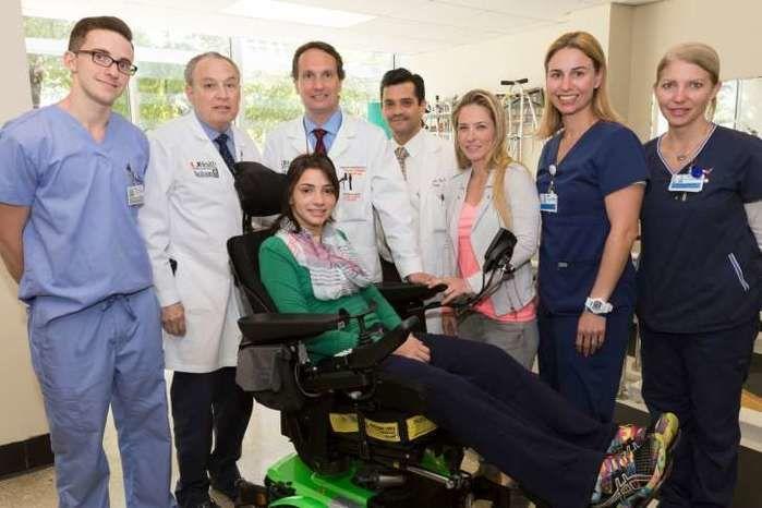 Laís Souza e equpe médica