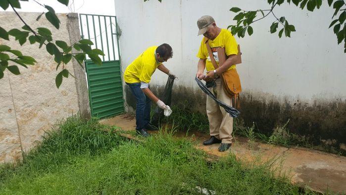 Prefeito Tonho Veríssimo e agente de edemias  (Crédito: Adones da Silva)