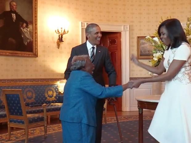 """""""Estou aqui para celebrar a história negra"""", disse ela ao conhecer Obama e Michelle (Crédito: Reprodução)"""