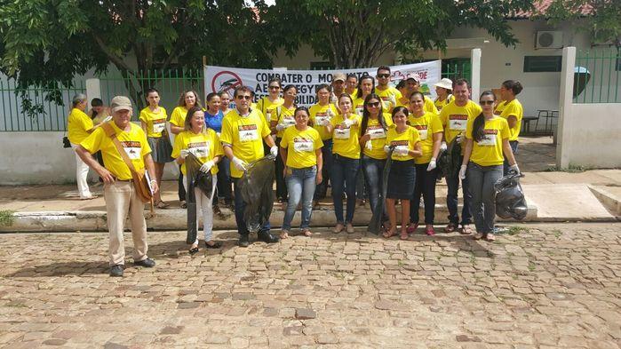 Prefeito e equipe da saúde  (Crédito: Adones da Silva)
