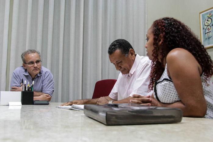 Prefeito se reúne com lideranças do bairro (Crédito: Reprodução)