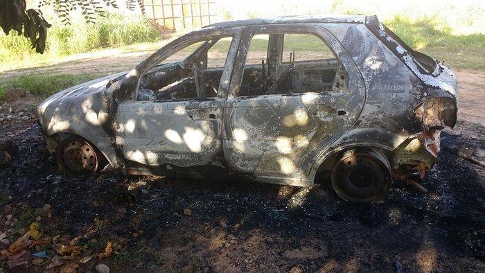 Carro foi incendiado no pátio de hospital (Crédito: Portal Cidade Luz)