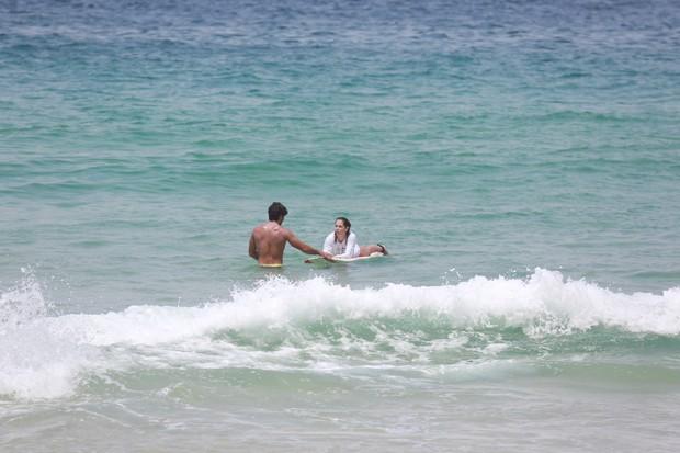Maridão ensina Secco a surfar