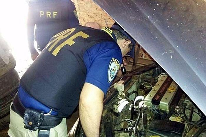 Agentes da PRF apreenderam o veículo em uma 'borracharia'