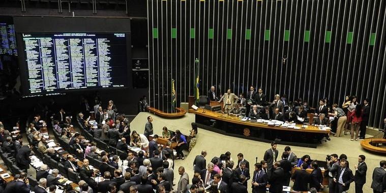 Câmara aprova corte dos salários de presidente e ministros no país