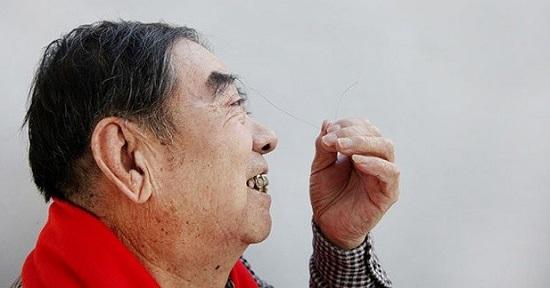 Homem com maior sobrancelha do mundo (Crédito: Reprodução)
