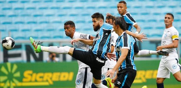 Grêmio espanta má sorte e vence Glória por 4 a 2