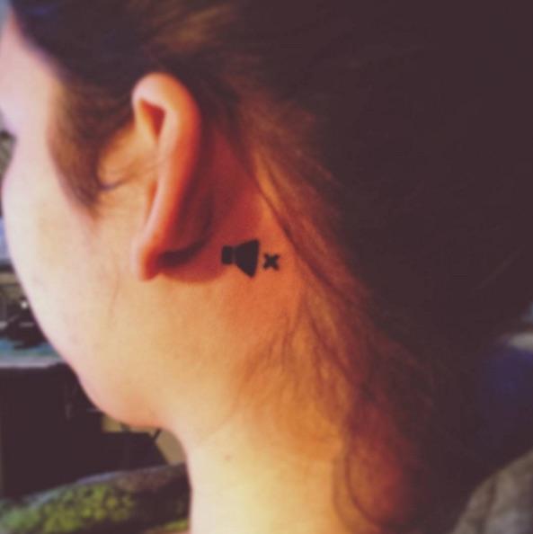 Jovem fez tatuagem criativa (Crédito: Reprodução)