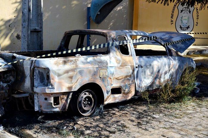 Picape Volkswagen Saveiro ficou destruído