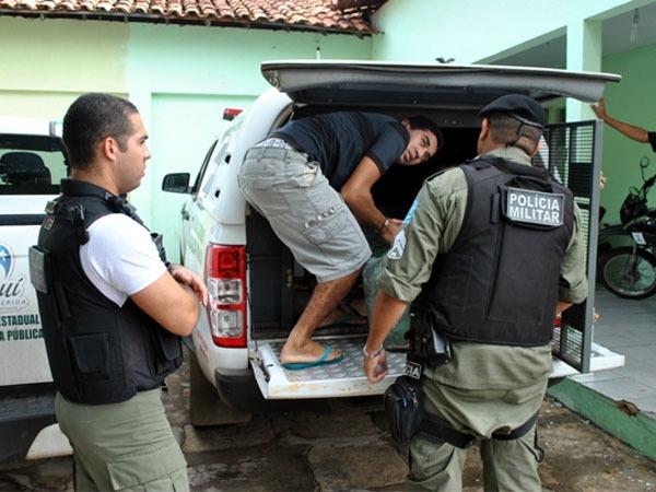 presos em tranferência (Crédito: Divulgação)